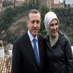 رانندگی اردوغان در کنار همسرش با خودروی خاص!!