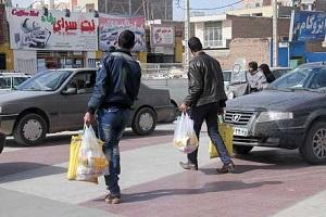 گروگذاری کارت یارانه برای خرید اقلام خوراکی در حاشیه تهران!