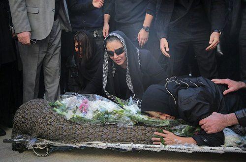 تصاویری از حاشیه های مراسم تشییع پیکر پیام صابری (همسر زیبا بروفه)!
