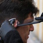 آرایشگری رایگان جوان ایرانی، با قیچی مهربانی در خیابان!