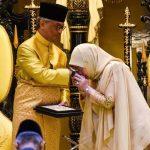 تصاویری از سلطان جدید مالزی و همسرش در مراسم تاجگذاری!