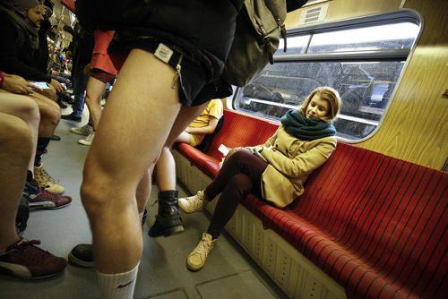 تصاویری از مسافران بدون شلوار در روز جهانی بدون شلوار در مترو!!