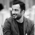 تیپ عجیب نوید محمدزاده در کنار تماشاگران استقلالی