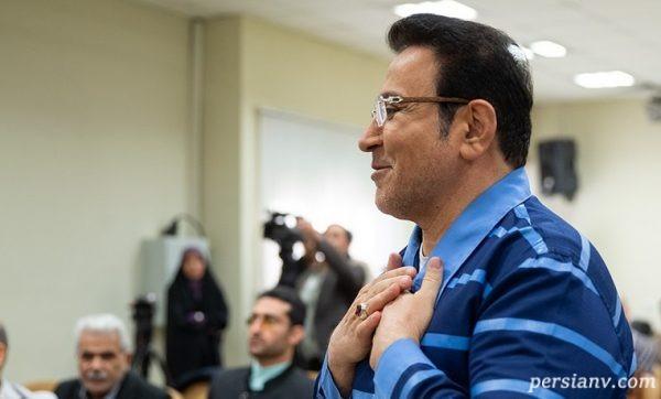 پوشش عجیب یک خانم در حاشیه دادگاه حسین هدایتی!!