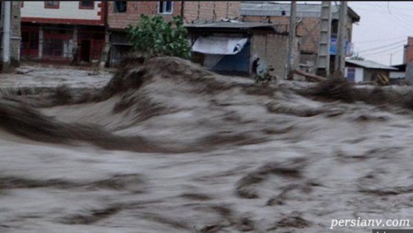 امدادرسانی ارتش با نفربرهای BTR در مناطق سیل زده استان گلستان!