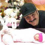 جدیدترین عکس های منتشر شده از مهران غفوریان و دخترش هانا