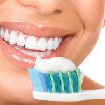 ساده ترین و بهترین راه های سفید کردن دندان ها در خانه!