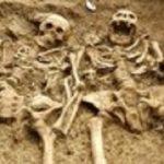 نبش قبر پدر برای گرفتن عکس یادگاری با او خبرساز شد!!!+ تصاویر