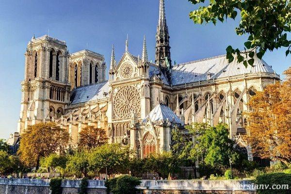 وقوع آتش سوزی بزرگ در کلیسای نوتردام پاریس
