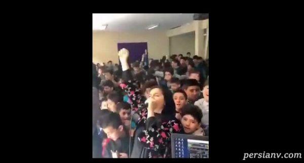 واکنش تند به پخش آهنگ های ساسی مانکن در مدارس!