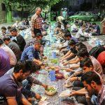 سفره افطاری خیابانی برای رهگذران تهرانی + تصاویر