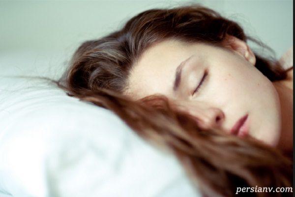 عوارض خوابیدن با موهای خیس را جدی بگیرید!