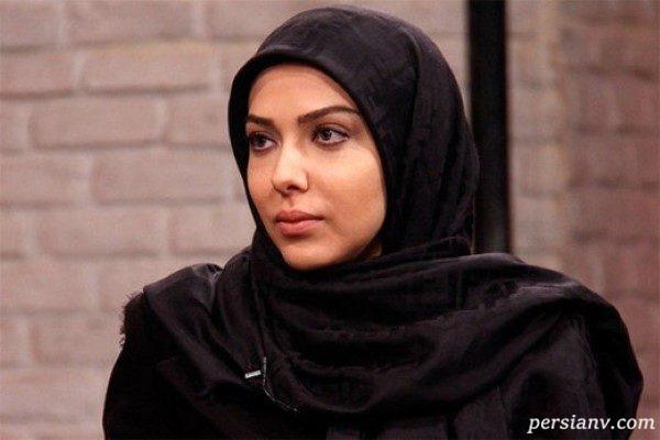 لیلا اوتادی با تیپ جدید در نمایشگاه لوازم آرایشی در دبی!