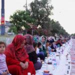 طولانیترین سفره افطاری ایران برای مردم آق قلا + تصاویر