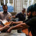 توزیع افطار و سحر در منطقه سیل زده خوزستان + تصاویر