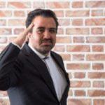 ماجرای بنر حاشیهساز حسینی بای خبرنگار صداوسیما چه بود!؟
