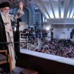 نوههای کم سن و سال رهبر انقلاب در مراسم ارتحال امام خمینی + عکس