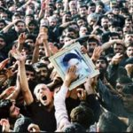 ماجرای تعویض کفن امام خمینی (ره) در روز تشییع پیکرش!