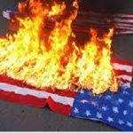 به آتش کشیدن پرچم آمریکا در برابر کاخ سفید!