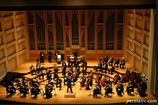 دقت و تیز گوشی حیرت انگیز یک رهبر ارکستر را ببینید!