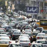 رانندگی با ماشین بازی در کمال خونسردی در خیابان های پر ترافیک