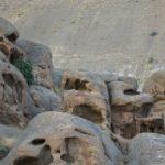هیولای سنگی کمی آن طرف تر از پایتخت