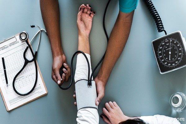 ۳ نوشیدنی تایید شده و موثر برای کاهش فشار خون بالا