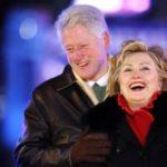 بیل کلینتون رئیس جمهور اسبق آمریکا با لباس زنانه عجیب!!