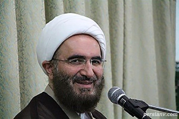 حاج علی اکبری امام جمعه تهران و حضور بدون تشریفات او در فرودگاه!!