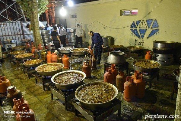 پخت چلو مرغ نذری به مناسبت عید غدیر در شیراز