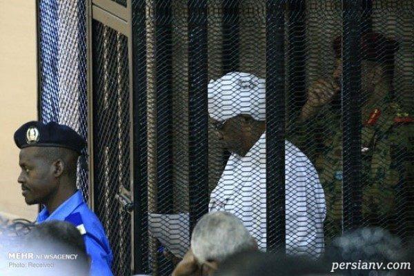 رئیس جمهور سابق سودان در قفس محاکمه به اتهام جرائم مختلف!!
