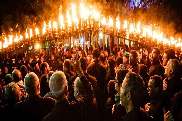 آیین مشعل گردانی نجفی های مقیم مشهد در جوار حرم رضوی در تاسوعا