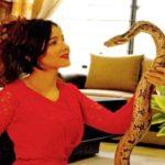 خواننده زن پاکستان با نگهداری مار، شیر و تمساح به دردسر افتاد!!!