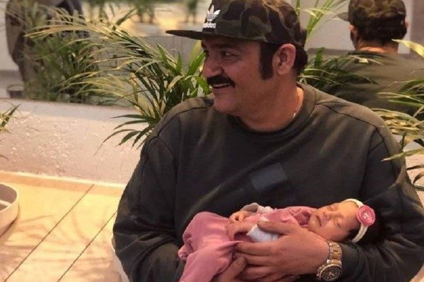 مهران غفوریان همراه دخترش هانا پای دیگ نذری!