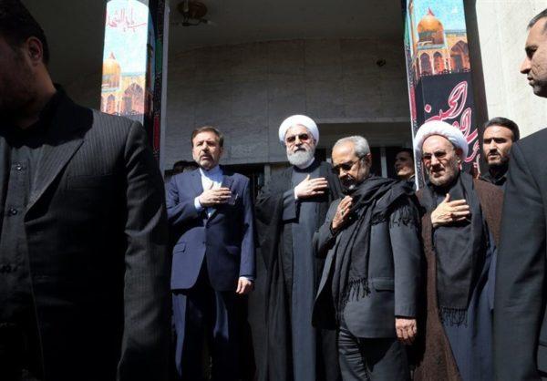 روضه خوانی روحانی به مناسبت تاسوعا در جمع عزادارن حسینی!