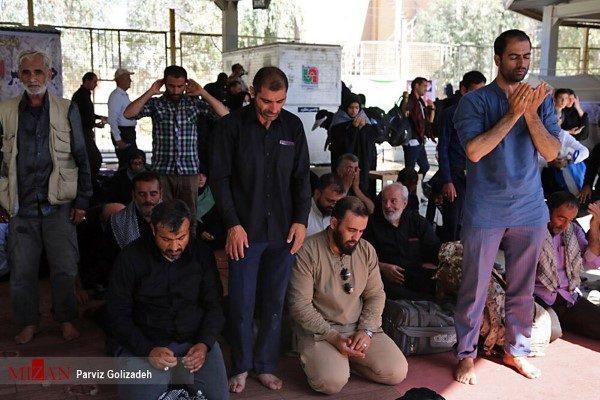 بازگشت زائران اربعین حسینی با پای پیاده از مرز مهران !