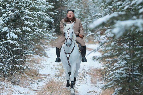 انتشار تصاویری از کیم جونگ اون رهبر کره شمالی سوار اسب سفید!!