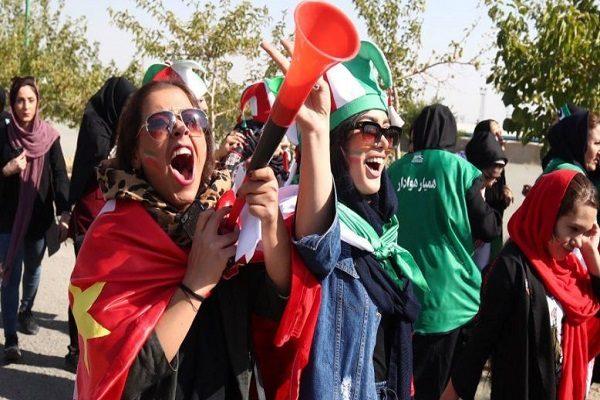 حضور زنان در استادیوم آزادی برای اولین بار در بازی ایران و کامبوج!!