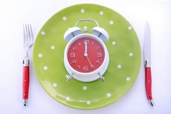 زمان مناسب خوردن مواد غذایی محبوب   از لبنیات و میوه تا گوشت و حبوبات!