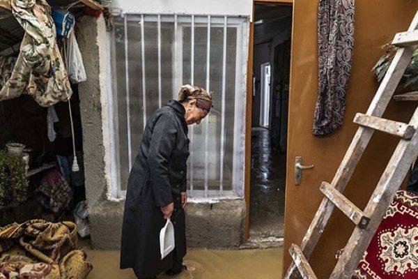 تصاویری تلخ از خسارات سیل در رودسر در روستای میانپشته!!