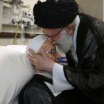 عیادت رهبر انقلاب از آیت الله مکارم شیرازی در بیمارستان!