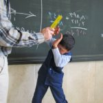 سرنوشت دردناک مبصر کلاس که اسم خوبها و بدها را روی تخته نوشت!!