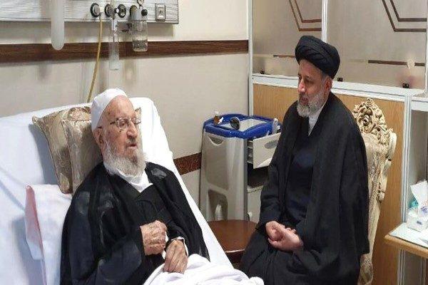 مکارم شیرازی در بیمارستان