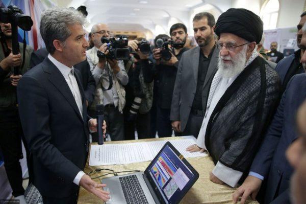 تصاویری از یک پهپاد ایرانی در مقابل آیت الله خامنه ای رهبر انقلاب!