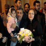 جشن تولد احمدی نژاد در ۶۳ سالگی اش در جمع هوادارانش!