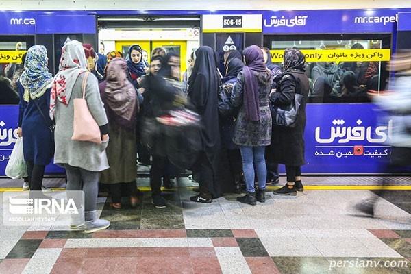 تصاویری از ازدحام مسافران متروی تهران در پی گرانی بنزین