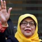 حجاب حلیمه یعقوب رئیس جمهور سنگاپور هنگام زیارت حرم پیامبر (ص)!