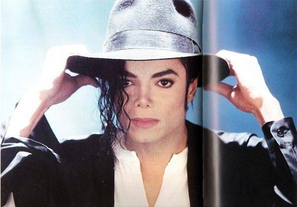 حراج جوراب مایکل جکسون خواننده امریکایی با قیمتی باور نکردنی !