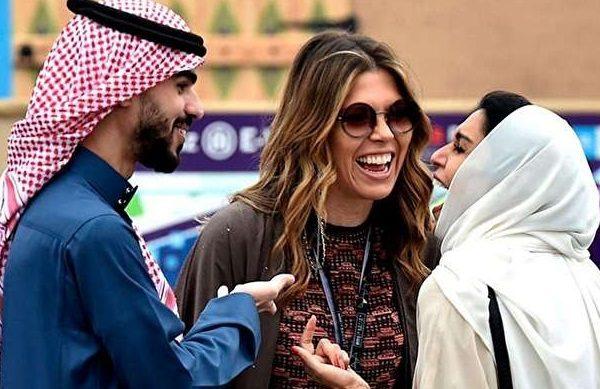 زنان بیکینی پوش در سواحل عربستان همه را شوکه کرد!!