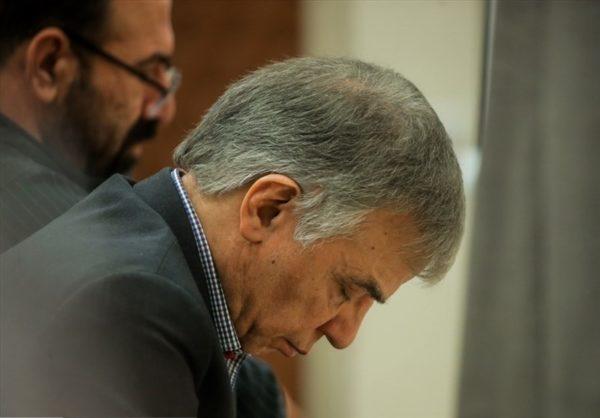 عباس ایروانی متهم ۷۶۴ میلیون دلاری و حمایت عجیب کارکنان عظام خودرو از او!!